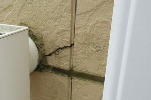 外壁塗装のタイミングはいつが良い?チョーキングやひび割れ(クラック)は工事が必要!